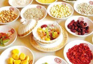 """腊八节  腊八节是我国汉族的传统宗教、农祀节日。农历十二月初八日,古称""""腊日"""";南北朝佛教传人中国后"""