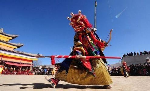 """""""墨都""""是甘肃南部白龙江流域的藏族方言,意为""""军阵""""、""""出征""""、""""军列""""等,实际是跳出征舞。&nbs"""