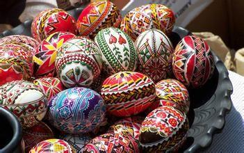美国复活节习俗  复活节是美国传统宗教节日,节期在每年春分月圆后的第一个星期天。该节是为基督教纪念耶