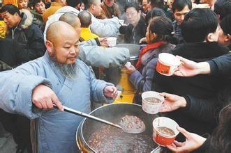 """腊八节的由来  按照中国农历,每年十二月被称为腊月,而腊月初八日又被称为""""腊八节""""。  """"腊"""",《说"""