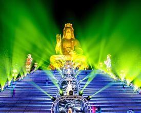 """按照中国的年节习俗,正月十五过小年,又叫""""元宵节""""。各地盛行灯会,安徽徽州也是如此,但却在十三日"""