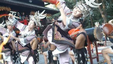 """水族  水族,自称""""埃水"""",意为水人。是源于古代""""百越""""族系,由秦汉时期西瓯中的一支发展演变而来的少"""