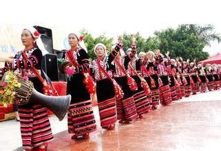 """拉祜族  拉祜族是我国云南省西南部的一个山区少数民族,具有悠久的历史。自称""""拉祜纳""""、""""拉祜西""""、"""""""