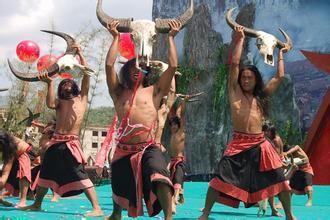 """佤族  """"佤""""是民族自称,因居住地区不同,还有称""""布饶""""、""""阿侃""""、""""阿佤""""、""""阿卧""""等,但都是""""山"""