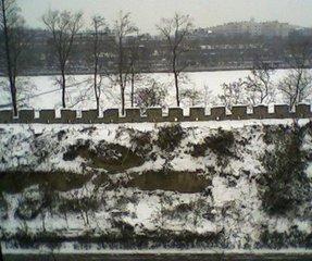 今冬泉城多大雪,雾霾有常。后天就是冬至了,楼下的腊梅还未开花。不知是蕴秀蓄香,等待春来,还是生性