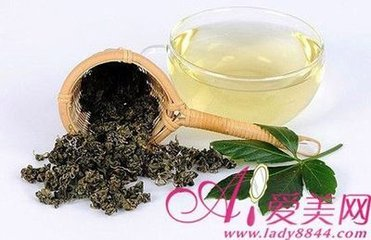 绿茶可能是你可以喝的最健康的东西:绿茶支持减肥的过程,它的脂肪燃烧特性,绿茶充满抗氧化剂,它可以