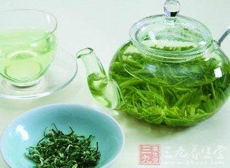 绿茶是最终的脑力助推器有三个主要原因。绿茶含有一些强大的化合物,所有这些化合物都会让你的大脑自然