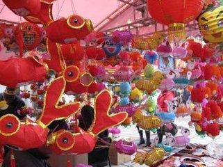 正月十五元宵节又称为上元节、灯节,是以灯为主要节物的节日,也是新年的终结。元宵节称为灯节,这与人