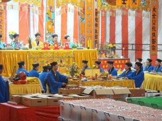 """中元节 (Hungry Ghost Festival) ,亦称 """"盂兰盆会"""" ,民间俗称 """"鬼节"""" ,是拜祭祖先亡魂的传统节"""