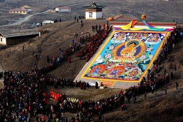藏历二月初、四月中旬或六月中旬举行。西藏、青海、甘肃、四川、云南等省区藏族人民的传统宗教节日,具