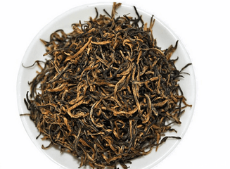 武夷山不仅是大红袍和正山小种的产地,也是金骏眉茶的原产地。金骏眉仅使用茶树丛中最精致的芽来生产。