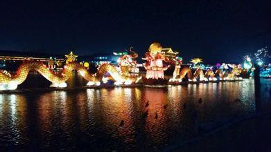 按照传统习惯,过完大年紧接着就是小年。大年是春节,小年就是人们所表述的农历正月十五元宵节。这个节