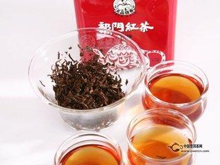 祁门红茶,纯正中国的未经混合的红茶。有时候被认为是中国的红茶的首选代表,祁门红茶已被广泛用于英式