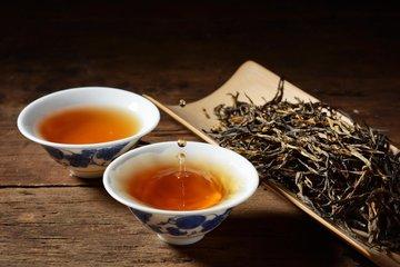 古老的野生树红茶具有独特的香气和浓郁的质地,滇红茶比其他常见的云南红茶提供更丰富,更复杂的味道,