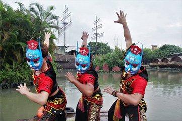 """农历七月十五日是""""中元节"""",又称""""盂兰节"""",俗称""""鬼节""""。民间则在七月十四日过节。中元节与正月十"""