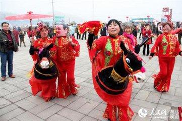 春节习俗跑旱船