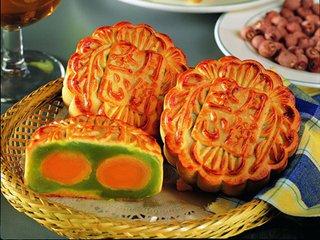 宁波以八月十六为中秋节。相传南宋丞相史浩母亲寿诞为八月十六,于是史家过中秋的时间改为八月十六。后