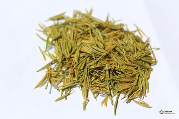 什么是黄茶?  黄茶具有独特的口感,是一种专门在中国制造的茶,黄茶在制作和风味方面与绿茶和红茶密切相