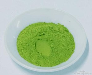什么是绿茶粉?  绿茶粉是日本种植和生产的一种特殊类型的绿茶(大多数情况下)。绿茶茶叶在过去几周的生