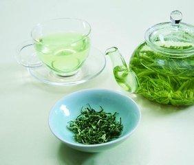 绿茶的功效  绿茶带来了诸多好处 - 从延长寿命到预防一系列疾病,这是一个古老的消息,将它融入你的生活和