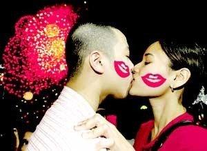 情人节在日本的两个不同日期以有趣的方式庆祝。2月14日,女性向他们的男朋友或与他们关系密切的男人赠送