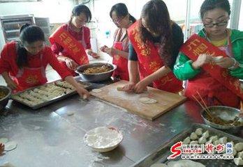 """每年农历八月十五日,是我国传统的中秋节,亦称""""仲秋节""""或""""八月节""""。是日正值三秋之半,月亮最亮最"""