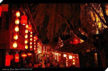 """节日张灯,道教与佛教均有这一风俗。(太平御览)引《史记 乐书》:""""汉家祀太一,以昏时祠到明。""""永亨"""