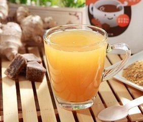 什么是姜黄茶  食用姜黄最有效的方法喝姜黄茶。姜黄茶是由姜黄(Curcuma longa)植物的根茎或根制成的受欢