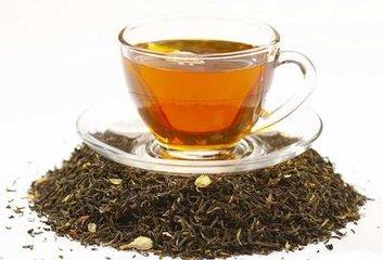 红茶和绿茶哪个好?  对于绿茶,茶叶收获,枯萎,然后加热,使用蒸汽或泛烧。这阻止了进一步的氧化,并帮