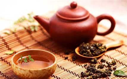 茶是大家熟悉的饮品,中国喝茶还有专门的茶道、茶经,讲的是茶礼、茶艺、茶文化。悠久的历史,加上茶的