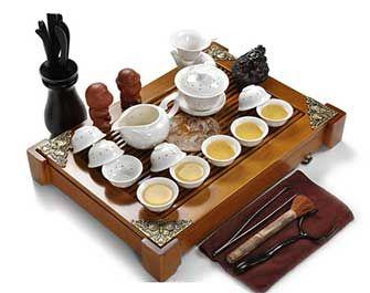 品茶的主要器具除了常见的茶壶、饮杯、盖碗外,还有如下一些。现在为大家进行茶具介绍:闻香杯  细高