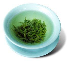 绿茶的美容功效与作用  绿茶充满了抗氧化剂,你甚至不需要喝,以获得。绿茶可以舒缓,活化和增强皮肤外观