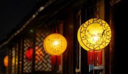 """正月十五为元宵节,因是一年中最早一次月圆,故称上元节。十三日为""""上灯夜"""",十七日为""""落灯夜"""",期"""