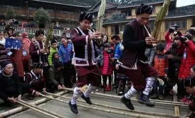 春节在怀化境内的时令节日中行事最多,历时最长,节庆最为隆重。其时可从腊月初算起,至正月十五止,足