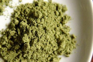 绿茶粉的功效与作用绿茶粉是高抗氧化剂  我们之前都读过这个词。抗氧化剂是负责抵御紫外线辐射负面影