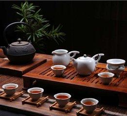 什么是功夫茶具  使用功夫茶具,您可以尽可能地充分体验您的茶,让您的感官愉悦。本文介绍中国功夫茶道的