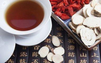 枸杞也被称为枸杞子,是可食用的,甜味的红色浆果,在中国非常流行,已经使用了数百年。这种植物由喜马