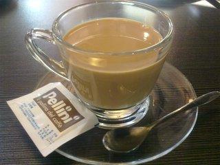 """什么是港式奶茶  港式奶茶也被称为""""连裤袜奶茶""""或""""丝袜奶茶"""",因为它通常是在类似于连裤袜的大型茶壶"""
