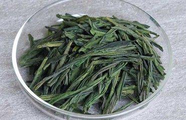 六安瓜片简介  六安瓜片是中国十大茶之一。六安瓜片以茶叶与巨大瓜子的相似性命名,是安徽省六安县生产的
