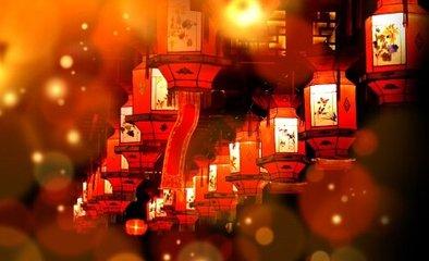 灯火分为很多种,最常见的便是花灯和龙灯了。花灯是用草、彩纸扎成人形或楼形等形状,并放在一个用竹片