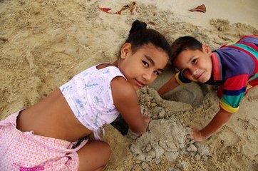 古巴的情人节  古巴共和国是加勒比地区的一个岛国。哈瓦那是古巴的首都,也是最大的城市。古巴拥有1100多