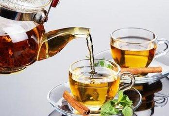 茶是很棒的饮料或饮料,几乎每个人都同意这一点,无论这个人是否喜欢喝茶。正如其名称所说,凉茶是由草