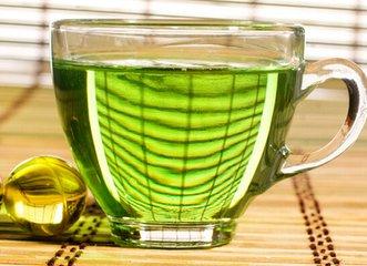 由于其丰富的营养和抗氧化成分,绿茶与多种健康益处相关,包括喝绿茶减肥。  虽然绿茶最近在西方受欢
