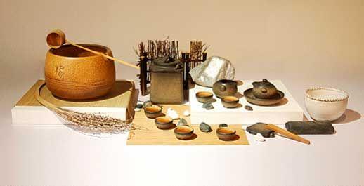 制作汉方药草茶时,经常使用的茶具介绍有以下几种:茶壶  以瓷壶、砂锅或耐热玻璃的壶具为佳,不要选