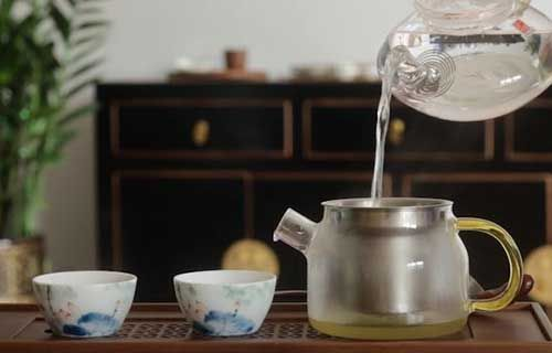 冲泡苦荞茶