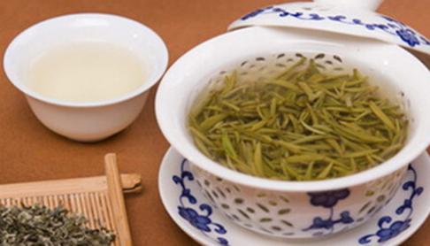 茶已成为中国文化的一个组成部分,黑茶属于发酵茶,喝黑茶可以保护人体的心血管功能,能起到减肥瘦身的
