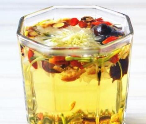 八宝菊花茶作为菊科多年生草本植物,它是我国传统且常用的中药材之一,主要是以头状花序供给药用。