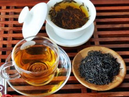 如何选择高品质祁门红茶?  在历史时间的江河中,祁门红茶占据一席关键之地,长期以来它全是工夫