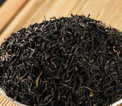 红茶属发酵茶,并且是全发酵茶,它和所有的发酵茶一样,红茶在冲泡时对水温的要求也是十分严格的,