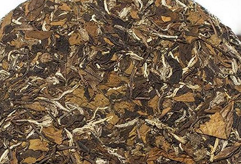 在市面上,我们能够看到有不少茶叶会制作成茶饼,而这些茶类就包括有白茶,而寿眉作为白茶的一种,